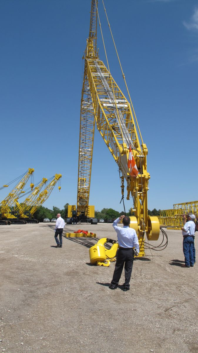 Kobelco Rolls Out 330-Ton Crawler Crane for North America